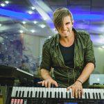 Junior Carelli: Empreender na música e o diferencial do tecladista