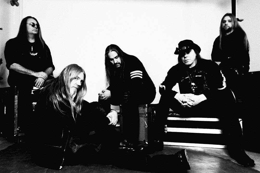 Foto promocional em preto e branco da banda Tarot