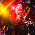 Slash prova, ao vivo, que não depende de glórias do passado para ser um herói